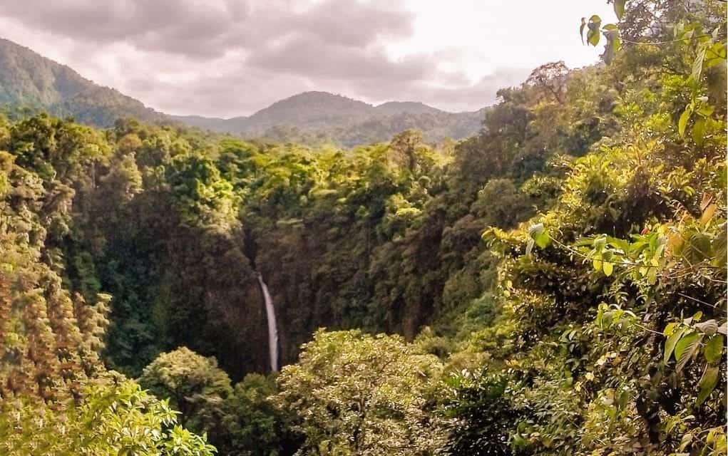 waterfall in la fortuna