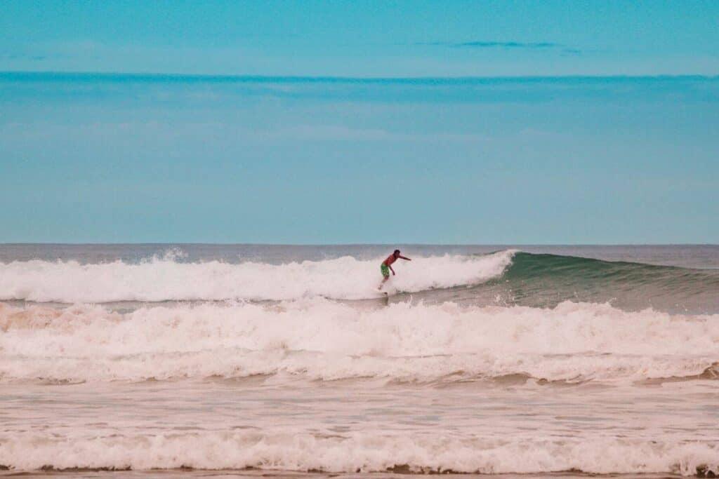 surfer tamarindo